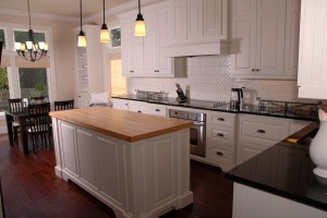 white_kitchen_wide